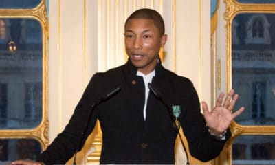 Pharrell Williams décoré par la ministre de la Culture