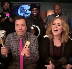 Adele chante <i>Hello</i> avec des jouets musicaux 9