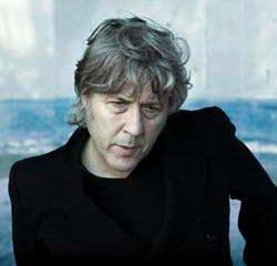 Le chanteur Arno vie sur une autre planète 11