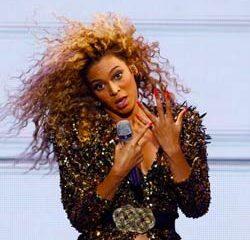 2 fans volent la vedette à Beyoncé sur scène 23