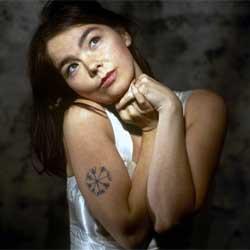 Björk s'explique sur l'annulation de sa tournée 5