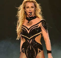 VIDEO : Britney Spears topless en plein concert ! 8
