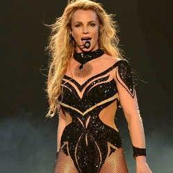 VIDEO : Britney Spears topless en plein concert ! 6