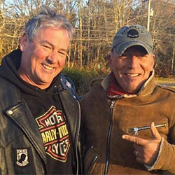 En panne, Bruce Springsteen se fait dépanner par des motards 5