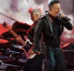 Bruce Springsteen intègre le groupe U2 pour un concert 9