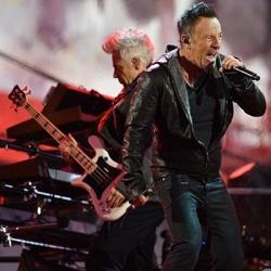 Bruce Springsteen intègre le groupe U2 pour un concert 7