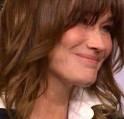 VIDEO : Carla Bruni en larmes face à Laurent Delahousse 7
