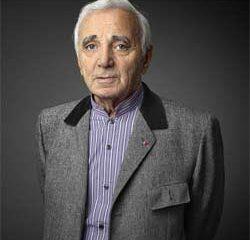 Charles Aznavour honoré par un Roi 9