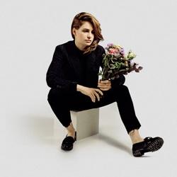 Christine and the Queens parodiée par Florence Foresti 6