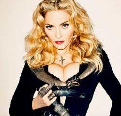 Madonna improvise un concert Place de la République 5