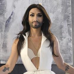 Conchita Wurst très religieux dans son nouveau clip 6