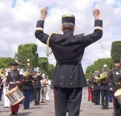 La fanfare de l'armée reprend Daft Punk devant Macron 6