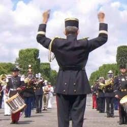 La fanfare de l'armée reprend Daft Punk devant Macron 5