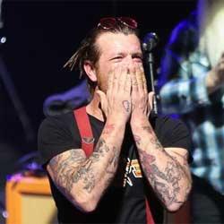 Les 5 premières minutes du concert des Eagles of Death Metal 5