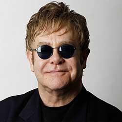Elton john insulte une hôtesse en plein concert 5