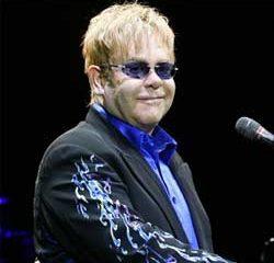 Elton John accusé de harcèlement par un garde du corps 9