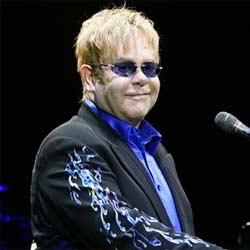 Elton John accusé de harcèlement par un garde du corps 5