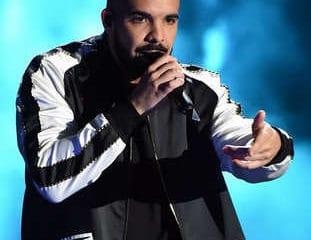 VIDEO : 2 stars du foot se déchaînent au concert de Drake 11