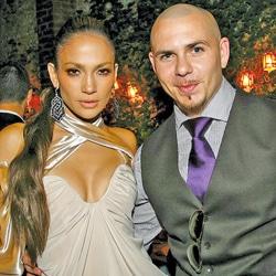 JEnnifer Lopez accompagnée du chanteur Pitbull