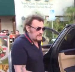 VIDEO : Johnny Hallyday exaspéré par les paparazzis 7