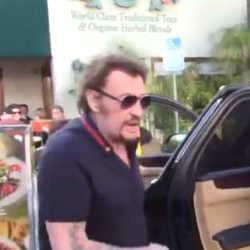 VIDEO : Johnny Hallyday exaspéré par les paparazzis 7