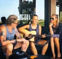 VIDEO : Johnny Hallyday découvre un jeune talent 23