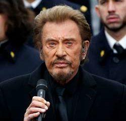 Johnny Hallyday chante pour les victimes des attentats 19