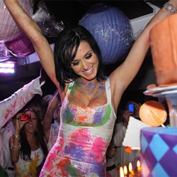 Katy Perry sort le clip de Birthday