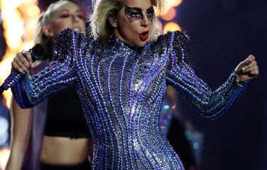 Lady Gaga au sommet de son art pour le Super Bowl 15