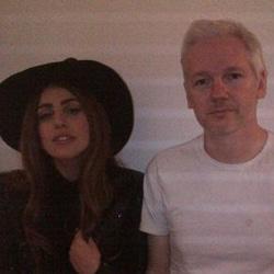 Lady Gaga a rencontré Julian Assange 5