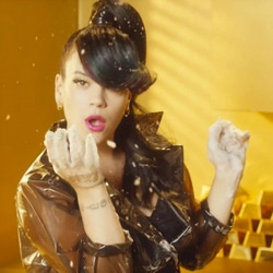 LILY ALLEN Hard Out Here 5
