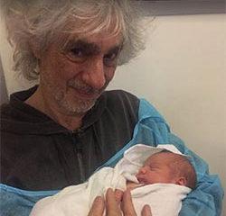 Louis Bertignac présente son fils aux internautes 6