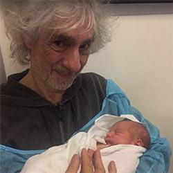 Louis Bertignac présente son fils aux internautes 5