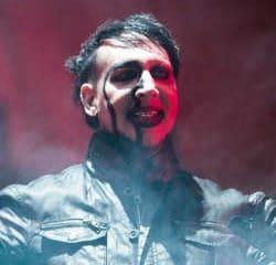 En plein concert, le décor s'éffondre sur Marilyn Manson 6