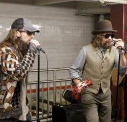 Les Maroon 5 chantent incognito dans le métro new-yorkais 6