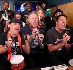 Metallica interprète un de leurs tubes avec des jouets musicaux 13