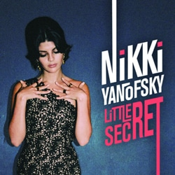 Nikki Yanofsky dévoile l'album Little Secret