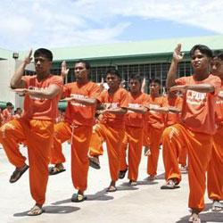 Queen dansé par des prisonniers philippins 5