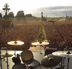 60.000 personnes chantent Queen au concert de Green Day 6