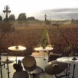 60.000 personnes chantent Queen au concert de Green Day 6