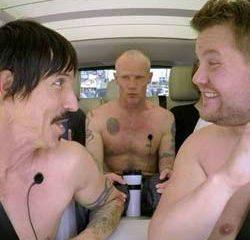 Les Red Hot Chili Peppers chantent leur tubes à poil 19