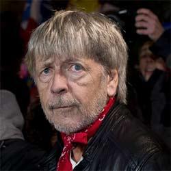 Renaud chante Michel Delpech Place de la République 7