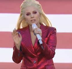 Lady Gaga enflamme le Super Bowl 15