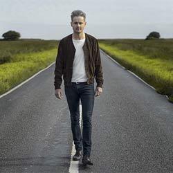 Le chanteur du groupe Keane se lance en solo 5