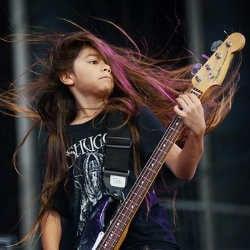 Korn engage un bassiste de 12 ans pour leur tournée 5