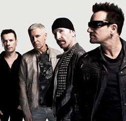 U2 rend hommage aux victimes des attentats avec Patti Smith 13
