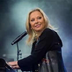 Véronique sanson annonce la sortie de son nouvel album 5