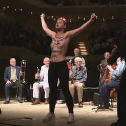 Les Femen interrompent un concert de Woody Allen 5