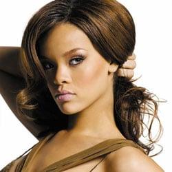 Rihanna seins nus pour GQ 5