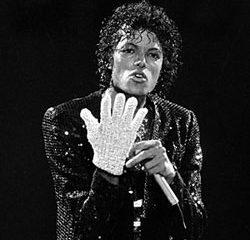 Michael Jackson 350000 dollars pour son gant blanc 10